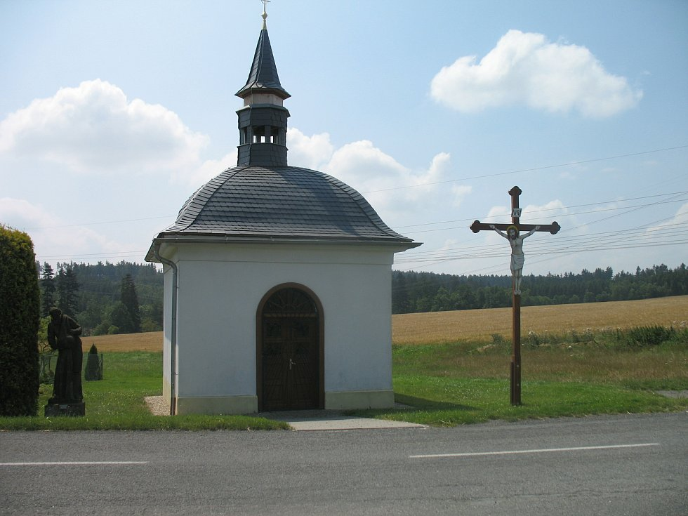 Kaple sv. Felixe leží v místní části Nové Vrbno.