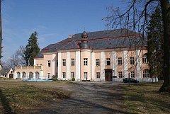 Empirový zámek vMelči je dětským domovem.