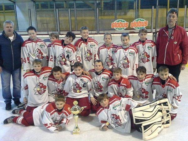 Dvoudenní mezinárodní hokejový turnaj pátých tříd hostil zimní stadion vOpavě. Zvítězství se nakonec radovala domácí Opava, která vyhrála všech sedm utkání.