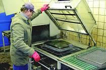 Chráněná dílna opavské Charity ve Velkých Hošticích odebrala letos k dalšímu zpracování 4,2 tuny elektroodpadu.