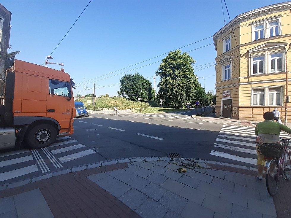 Křižovatka ulic Husovy a Olomoucké, Opava, 18. června 2021.