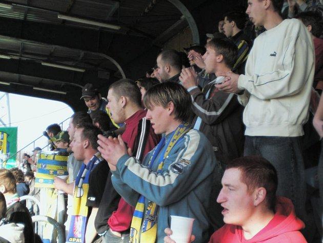 Kolik lidí chodí na opavský fotbal? Opavští fanoušci často nesouhlasí s počtem diváků, který ohlásí hlasatel při domácích duelech Slezského FC.
