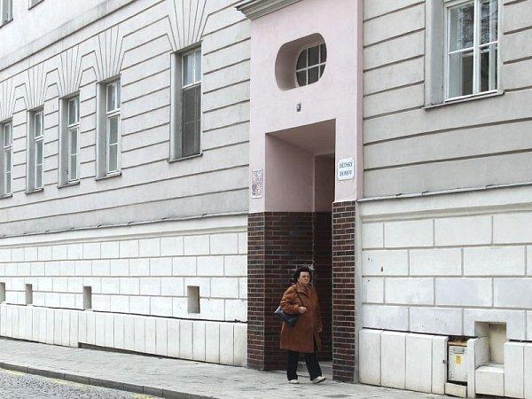Dětský domov vOpavě má kapacitu pro 48dětí. Na objekt si přitom dělá zálusk Německý řád.