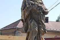 Socha Jana Nepomuckého v Budišově nad Budišovkou se opravuje.