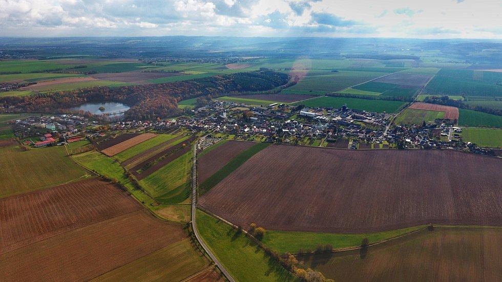 Letecký pohled na Stěbořice.