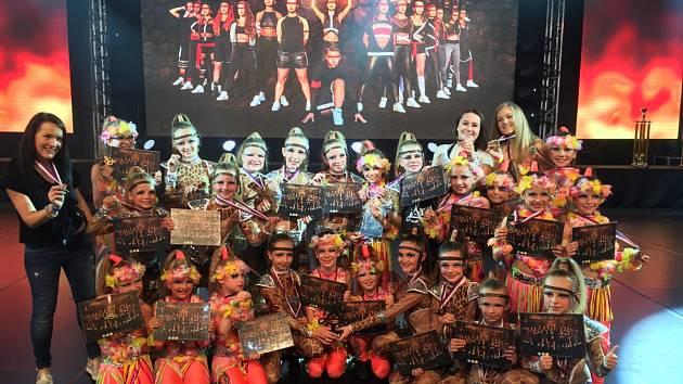 Letošní mistrovství České republiky bylo pro taneční školu úspěšné. V různých kategoriích si přivezli celkem šest mistrovských titulů.
