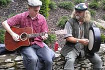 Kapelníkovi Kelt Grass Bandu Petru Schäferovi (vpravo) se návštěvou Irska splnil životní sen.