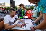 Hlavní tvář Opavské míle Jakub Holuša se tentokrát kvůli zranění nemohl závodu aktivně zúčastnit, plnil tak roli spíkra a absolvoval i autogramiádu.