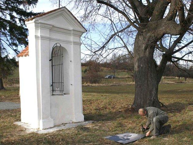 Intenzivní opravy se v pozitivním slova smyslu projevily také na kapličce nedaleko Brumovic.