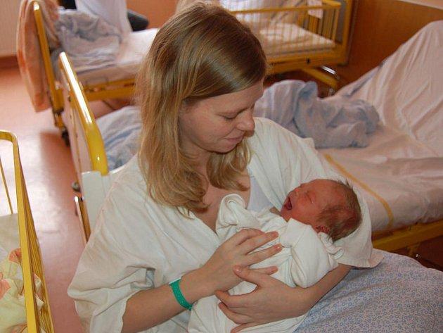 """Samuel Bakša se narodil 14. února, vážil 3,64 kg a měřil 54 cm. """"Je to naše první miminko, přejeme mu, aby měl všechno, co by chtěl,"""" řekla maminka Petra Supová a tatínek Pavel Bakša z Opavy."""