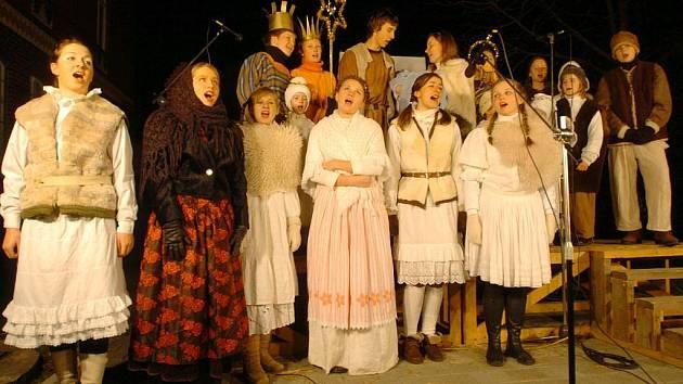 Na Vánoce, na ty hody. Hra, kterou Divadlo Z Hůry představilo v neděli poprvé, můžete vidět dnes nebo také na Štědrý den.