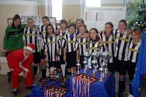 Úspěšný tým fotbalových žákyň DFC Hlučín.