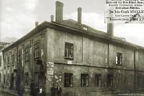 Na této unikátní fotografii je zachycena podoba nemocnice U Rytířů na Popské ulici v Opavě v 19. století.