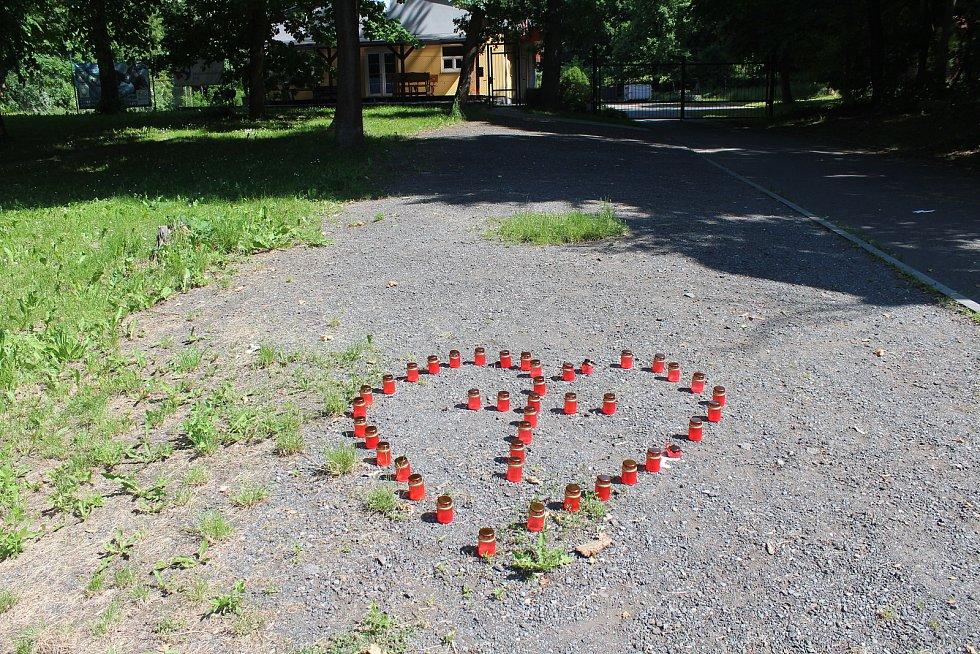 Pietní místo u Vojenského splavu v Opavě. 10. června 2021.