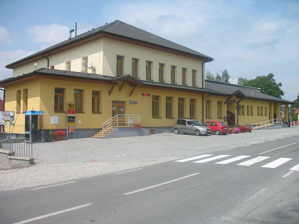 Obecní úřad s kulturním domem.