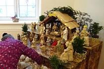 Obyvatelé Kružberku jsou na svůj keramický betlém právem hrdí.