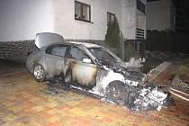 Dvě jednotky hasičů zasahovaly (dobrovolní Ludgeřovice a HZS MSK ze stanice Ostrava-Přívoz) dnes brzy ráno v Ludgeřovicích u požáru osobního automobilu BMW.