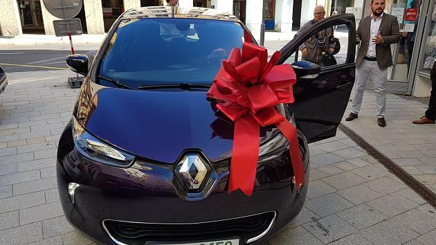 Nový elektromobil určený zaměstnancům odboru životního prostředí opavského magistrátu.
