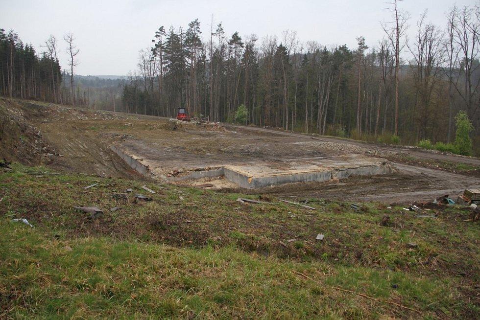 První sklad ve Vrběticích vybuchl během října 2014, další explodoval v prosinci téhož roku.