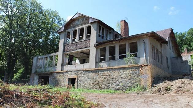 Kdysi to bylo krásné rekreační středisko, v současnosti jde o zchátralou ruinu v pokročilém stádiu rozkladu. Řeč je o objektu zvaném Zahrádka.