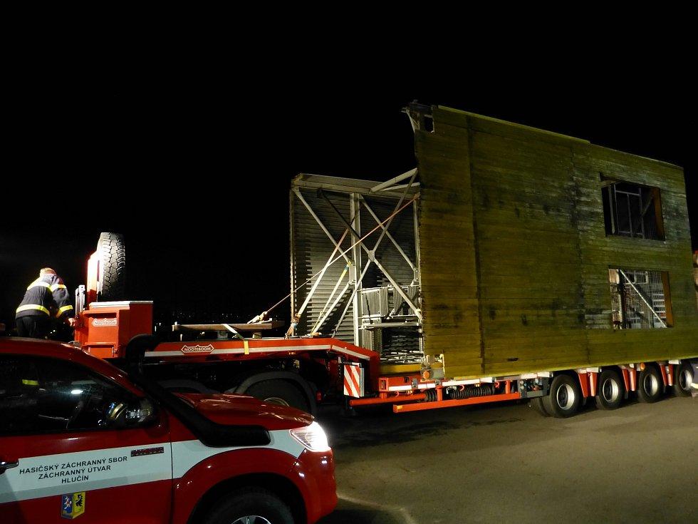 Rozměrný náklad putoval na 110 kilometrů dlouhé trase mezi Frýdkem-Místkem a Bruntálem.