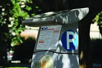 Parkování pomocí SMS například zavedly velká nákupní centra v Praze či v Brně už na přelomu let 2010 a 2011. Například v Olomouci lze platit parkovné pomocí SMS od letošního července.
