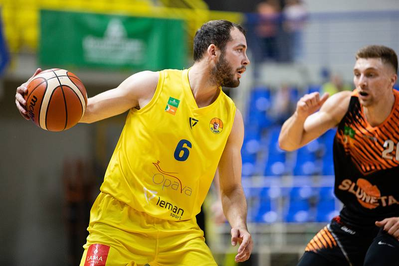 Zápas 3. kola basketbalové Kooperativa NBL mezi BK Opava a Sluneta Ústí nad Labem 6. října 2018. Radim Klečka (BK Opava).