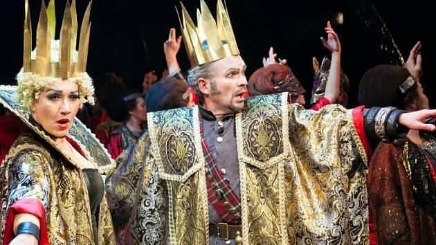 Alexander Vovk (Macbeth) s Katarínou Jordou Kramolišovou (lady Macbeth).
