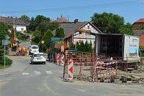 Druhá etapa výstavby kanalizace v Markvartovicích by měla vyvrcholit v pátek.