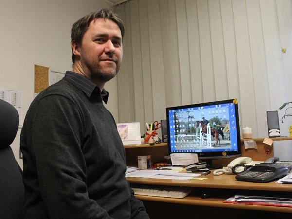 Ředitel Chráněné dílny ve Velkých Hošticích Tomáš Schaffartzik je za zakázku pro společnost Asekol velmi rád.
