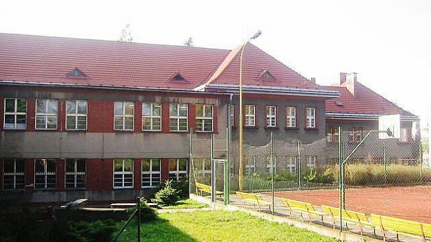 Gymnázium ve Vítkově.