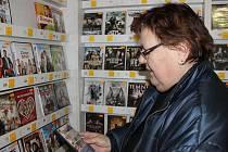 Takto si prohlížet DVD nosiče v půjčovnách mohou Opavané už jen na dvou místech. Tato fotografi e je z půjčovny v Olomoucké ulici.