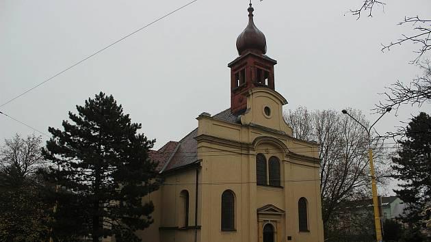 Chátrající kostel sv. Jana Křtitele.