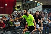 26. Mistrovství České republiky ve squashi v Galerii Harfa v Praze 4. března. Daniel Mekbib a za ním Martin Švec.