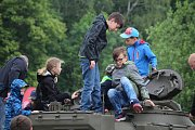 Po dvouleté odmlce se opevnění v Darkovičkách u Hlučína stalo dějištěm velké vzpomínkové akce. Kromě bojových ukázek byla k vidění i spousta vojenské techniky.