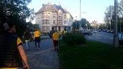 Fanoušci Slezského FC při cestě ze stadionu na olomoucké nádraží.