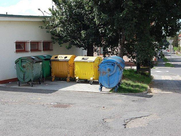 Ke kontejnerům na komunální odpad by měly přibýt nádoby na nebezpečné odpady