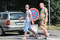 Na čistění silnic s předstihem upozorňují také značky.
