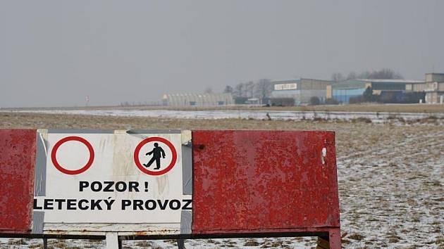 Letiště Zábřeh v těchto dnech spí zimním spánkem, vedení aeroklubu ale klidným spánkem spát nemůže.