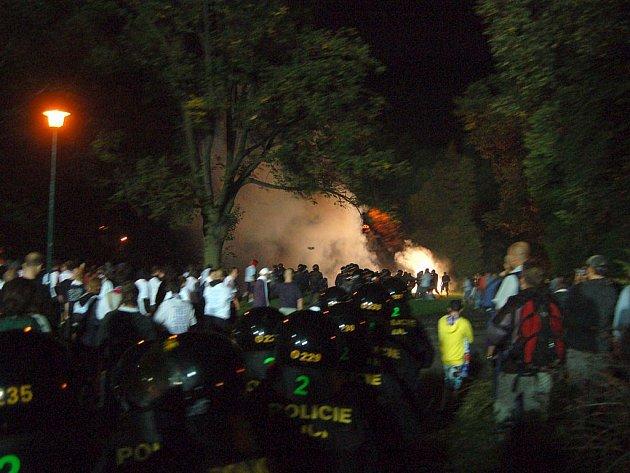 Situace po zápase před stadionem.