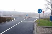V Hlučíně vznikla nová křižovatka. Ulice U Vodárny a hlavní silnice I/56, vedoucí z Opavy do Ostravy, byly začátkem tohoto roku konečně propojeny. Řidičům bude ulehčen výjezd z Rovnin, a zvýší se tím i plynulost dopravy.