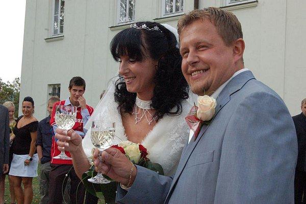 Společenskou událostí měsíce se stala svatba. Těmi, kdo si řekli ano, byl tiskový mluvčí opavských policistů René Černohorský a jeho vyvolená, dnes mladá paní Taťána.