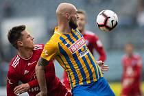 Opava - Zápas fotbalové FORTUNA:LIGY mezi SFC Opava a SK Sigma Olomouc 13. dubna 2019. Lukáš Kalvach (SK Sigma Olomouc), Tomáš Smola (SFC Opava).