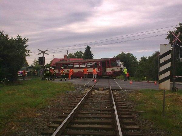 Srážka vlaku snákladním autem vOpavě-Jaktaři.