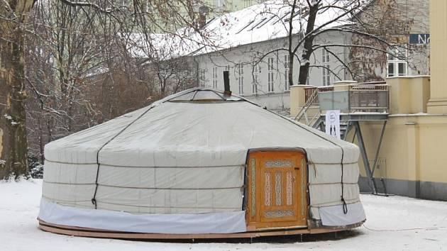 Znojemský Svatojánek dostal jurtu. Ještě k ní dodělají přístavbu
