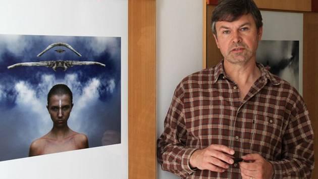 Rostislav Herrmann na jedné z výstav svých fotografií.