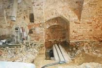 Vznik historické kamenné studny se datuje do sedmnáctého století. Vyzděna je do úrovně nejnižší podlahy.
