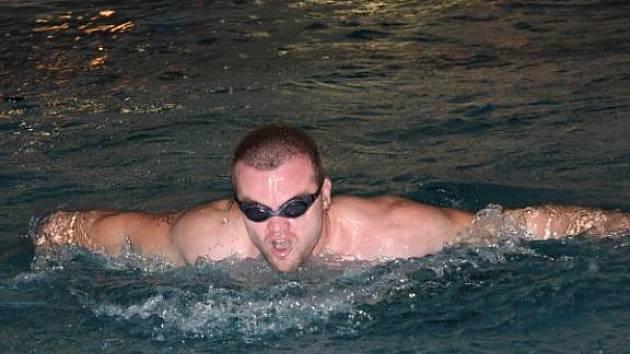 Každý plaval tolik, kolik uměl. Někdo jeden dva bazény, jiní i několik desítek.