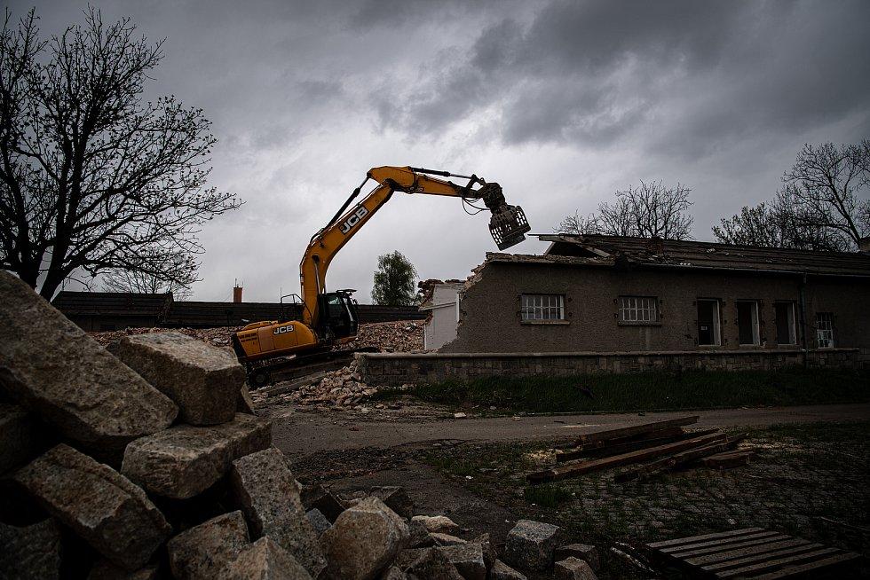 Demolice areálu bývalých Dukelských kasáren, 6. května 2021 v Opavě.