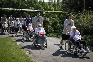 Basketbalisté BK Opava provedli seniory arboretem, 8. června 2021